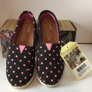 Toms youth shoes